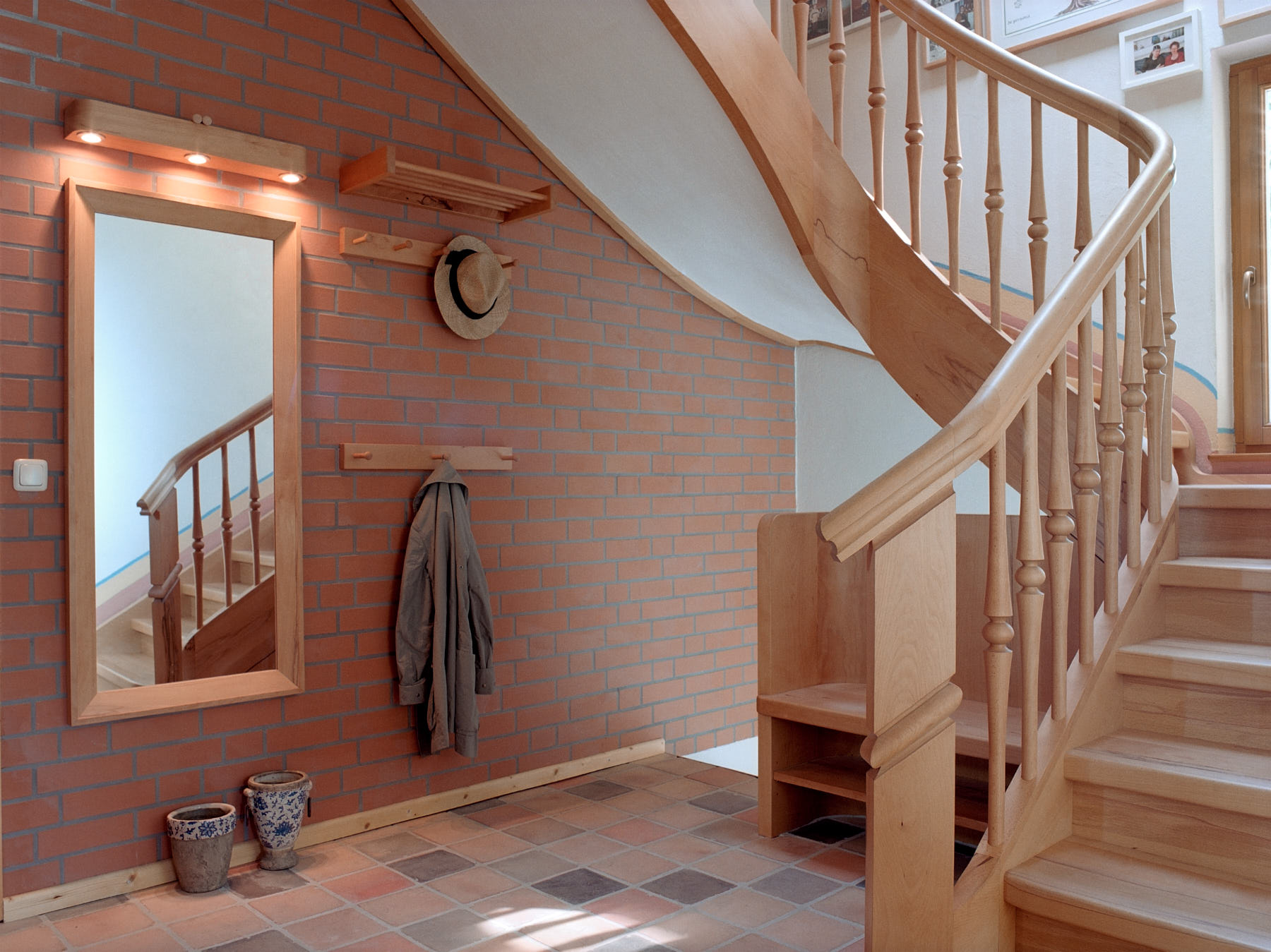 gewendelte-treppe-aus-rotkernbuche