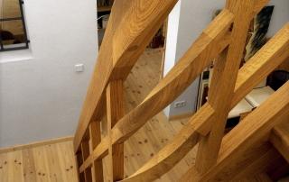 rustikale-eichenholztreppe