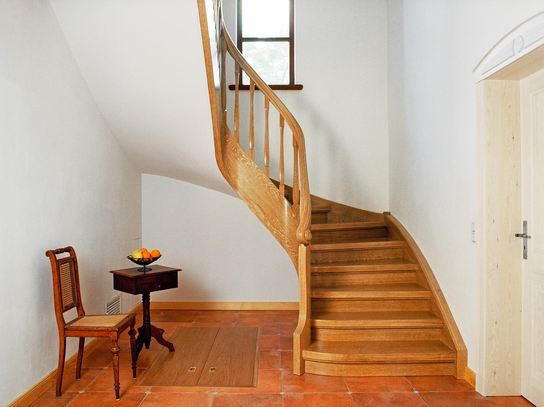 treppe-aus-gekalktes-eichenholz
