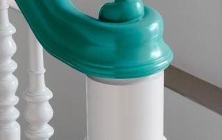 treppe-mit-geschnitzer-handlaufschnecke